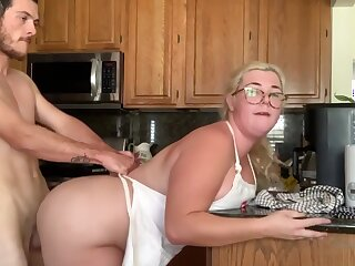 Chubby Making love In Kitchen