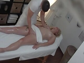 Light-complexioned MILF gets a happy ending massage