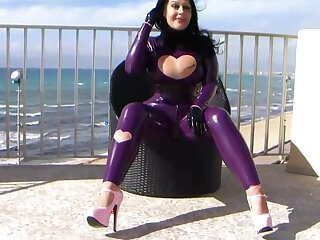 Latex Girly zeigt dir be no more Pussy