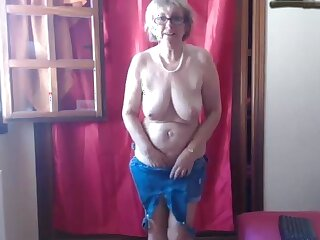 Hot mature mammy loves her vibrator out-think all