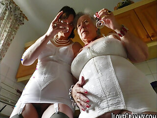 Beautiful and gorgeous milf masturbates utilizing a instrument her fingers by oneself