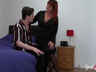 Fast hardcore fuck of mature woman and youngster handsome scrounger