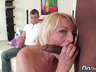 Horny mature swingers enjoy sucking hard cocks in performance of cuckold husbands