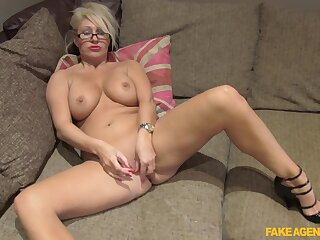 Mia Makepeace gets back at her cheating boyfriend far this crazy fuck