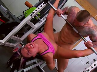 Husky man fucks hard working babe give in front gym