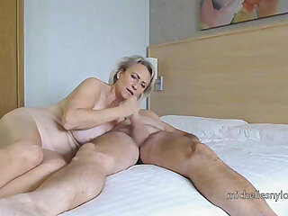 European mature blonde sucks gumshoe
