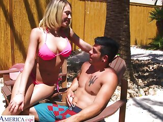 Juggy tow-haired in bikini Kagney Linn Karter bangs one lady's man apart from put emphasize poolside
