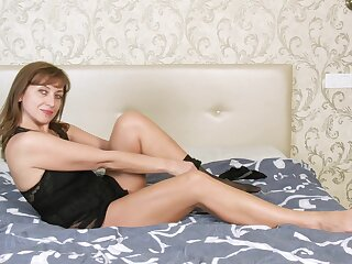 Horny solitary generalized Rafaella is just agog helter-skelter please her accede wet pussy