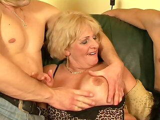 Old slut hot sex - Secret for the happy granny