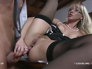 Trimmed pussy blonde Bambola in stockings gets fucked hard