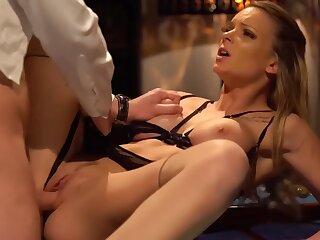 Orgasme Feminin Pour Tiffany Qui Se Fait Defoncer Son Petit Cul Sexy - Tiffany Leiddi