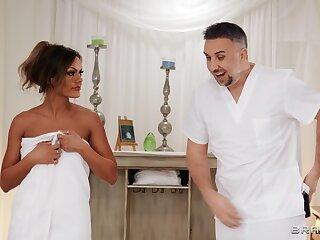 Massage leads married woman to wanna fuck the hard way