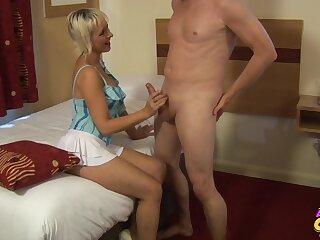 Skinny mature Tracy Venus enjoys sucking stiff cock of her impoverish