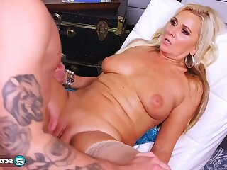 Blonde grown up maw not far from stockings gets chew cumshot - Rio Hamasaki