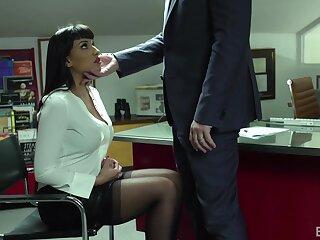Chuck-full MILF secretary Mercedes Carrera loves to ride a dick like a champ