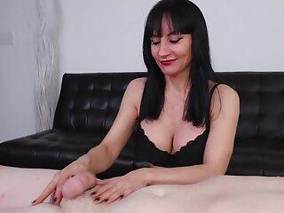 Pornstar exploits sex toy nearby make client cum with masturbation